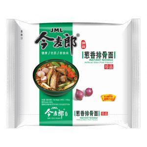 Jinmailang Noedels varkensstoofpot smaak (今麥郎蔥香排骨彈麵)