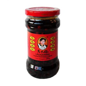 Laoganma Gefermenteerde zwarte bonen in chili olie (老干妈 風味豆豉油制辣椒)