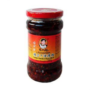 Laoganma Koolrabi, pinda's en tofu in chili olie (老乾媽 辣三丁油)